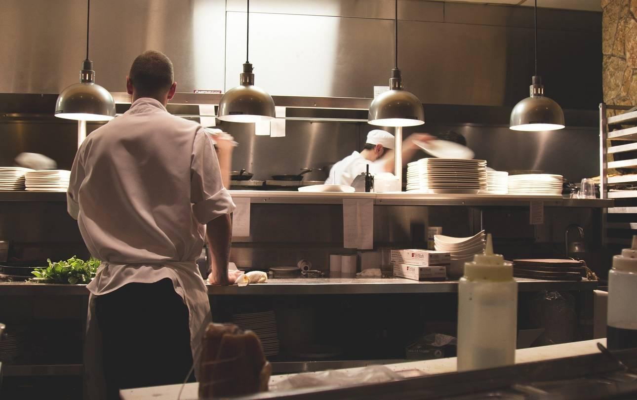 Küche im Gaststätte ©Bild von Free-Photos auf Pixabay