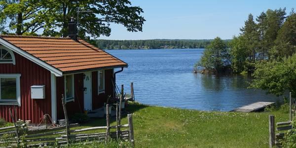 Holzhütte am See