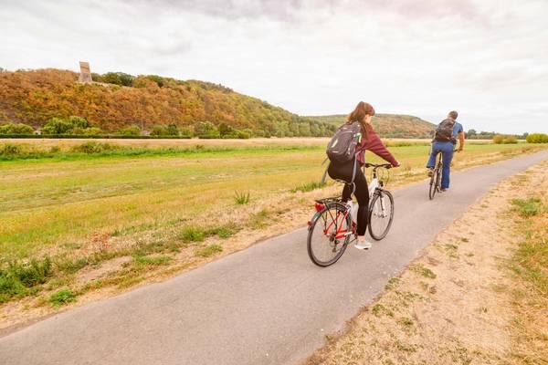 Radfahrer auf dem Flussradweg